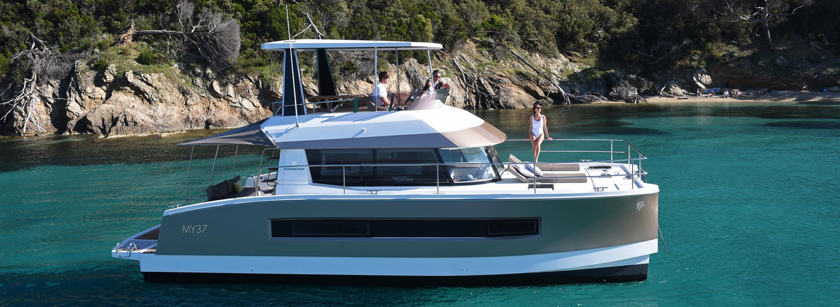 wrapping coque de bateau adhésif couleur champagne marque Fountaine Pajot modèle MY37