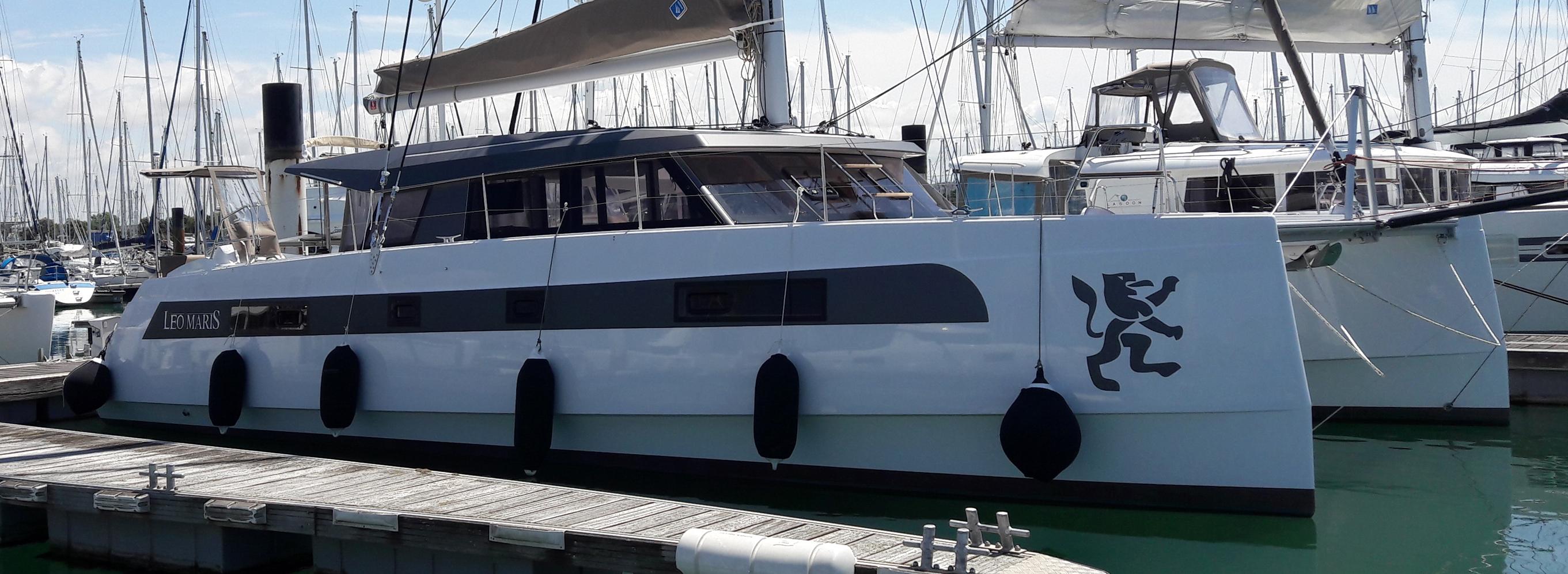 wrapping de bateau adhésif gris sur un Bavaria 46