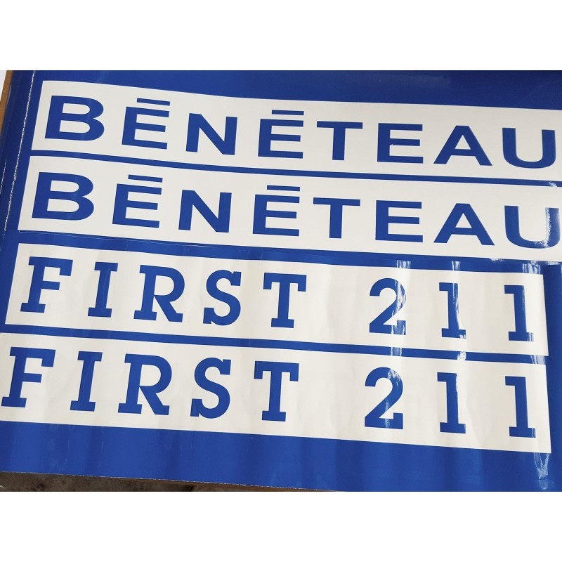 Bénéteau logo First 211